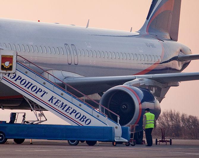 Самолет Москва-Иркутск сел вКемерове из-за трудностей ссердцем упассажирки