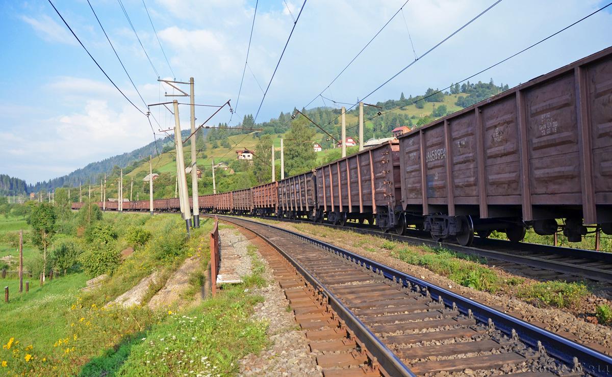 Двухлетний ребенок умер под колесами грузового поезда вКемеровской области