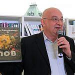 https://godliteratury.ru/wp-content/gallery/stalik-khankishiev-predstavil-svoyu-nov/HT3G8325.JPG