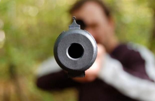 Один новокузнечанин избил другого ивыстрелил внего из-за зеркала намашине