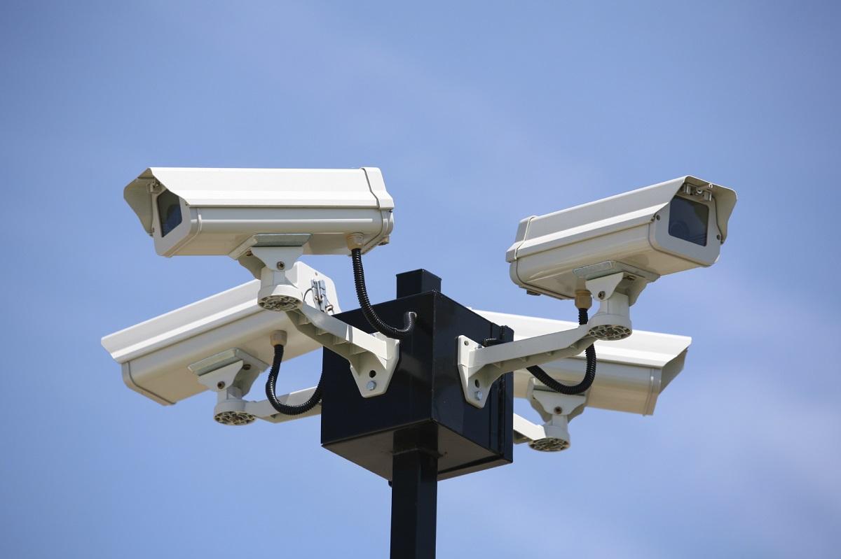 Мужчина похитил камеры состройки, чтобы поставить дома иследить за супругой